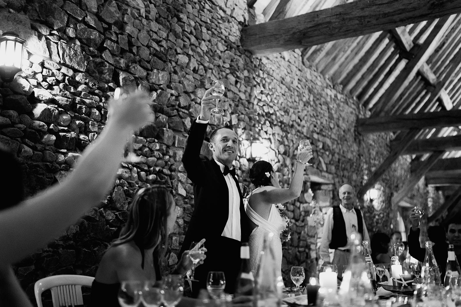 Mariage au château de Bisseret depuis saint Barthélémy toast des mariés