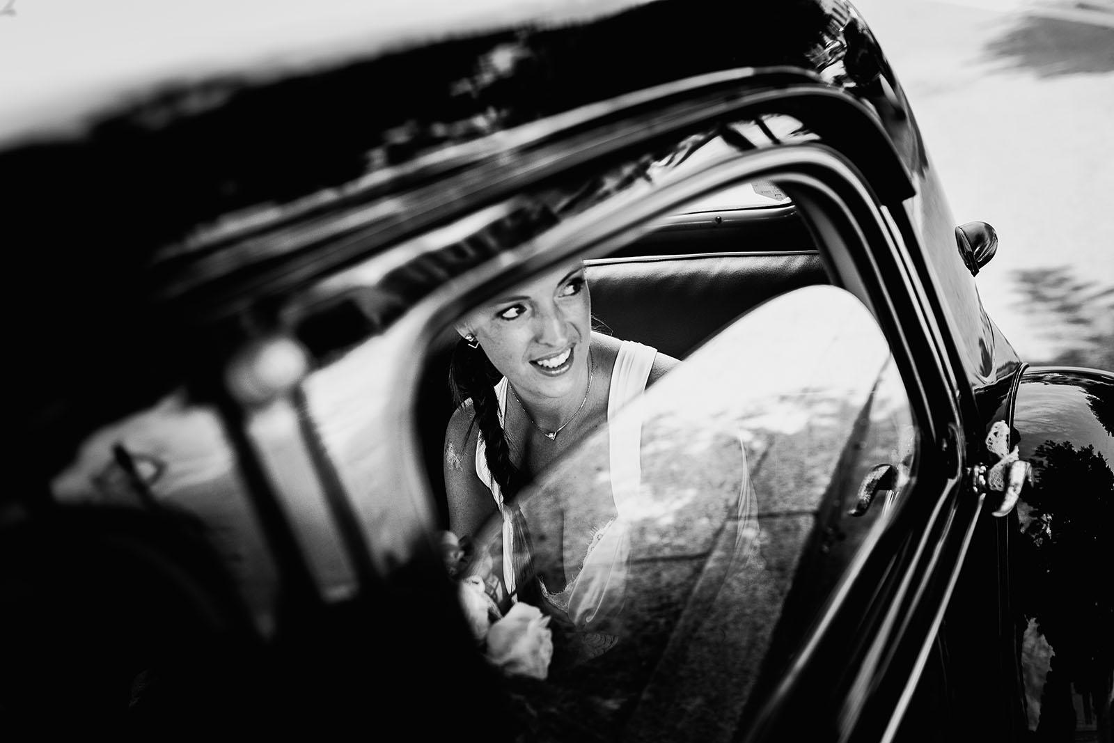 Mariage au château de Bisseret depuis saint Barthélémy la mariée dans la voiture
