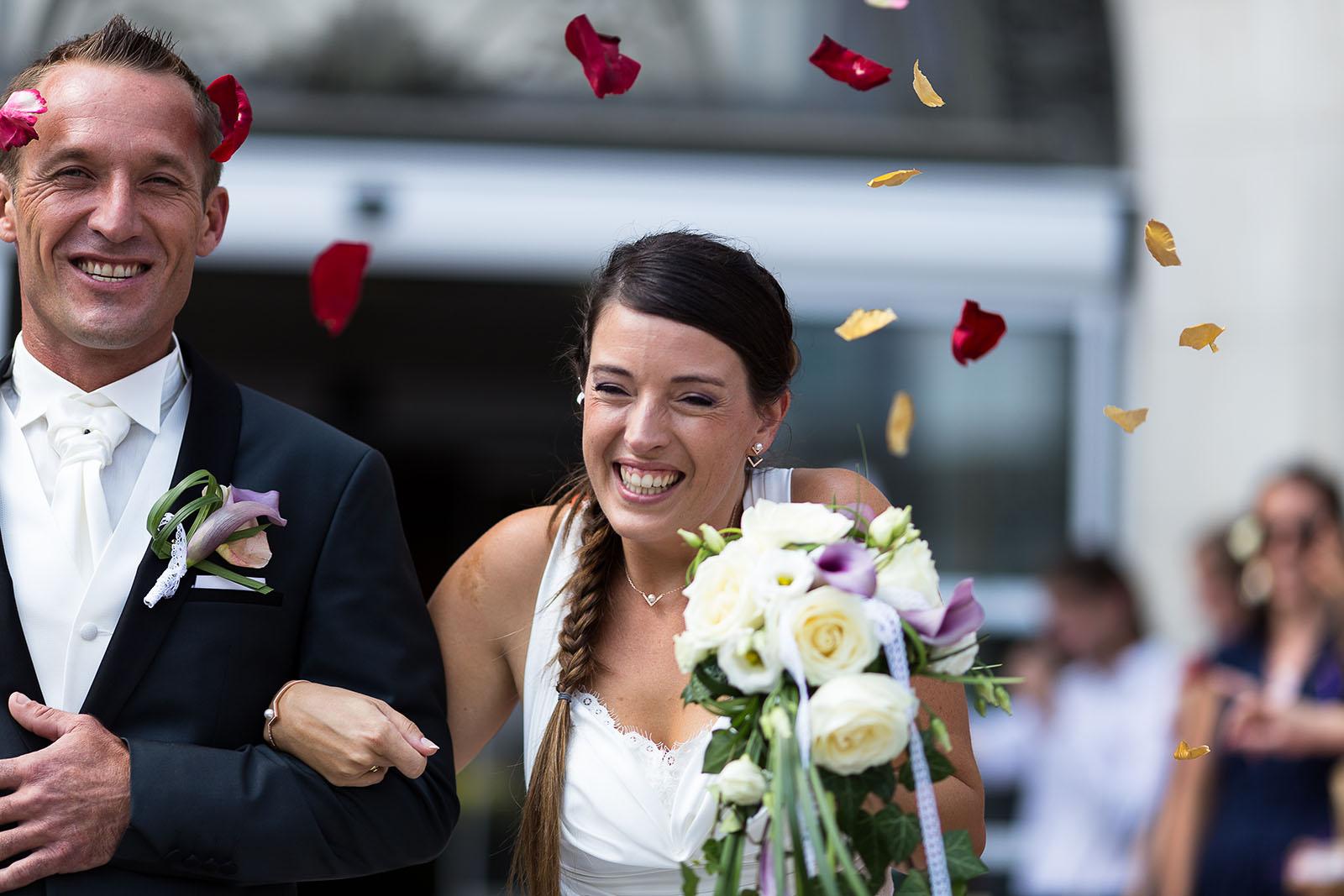 Mariage au château de Bisseret depuis saint Barthélémy jeter de pétale de rose