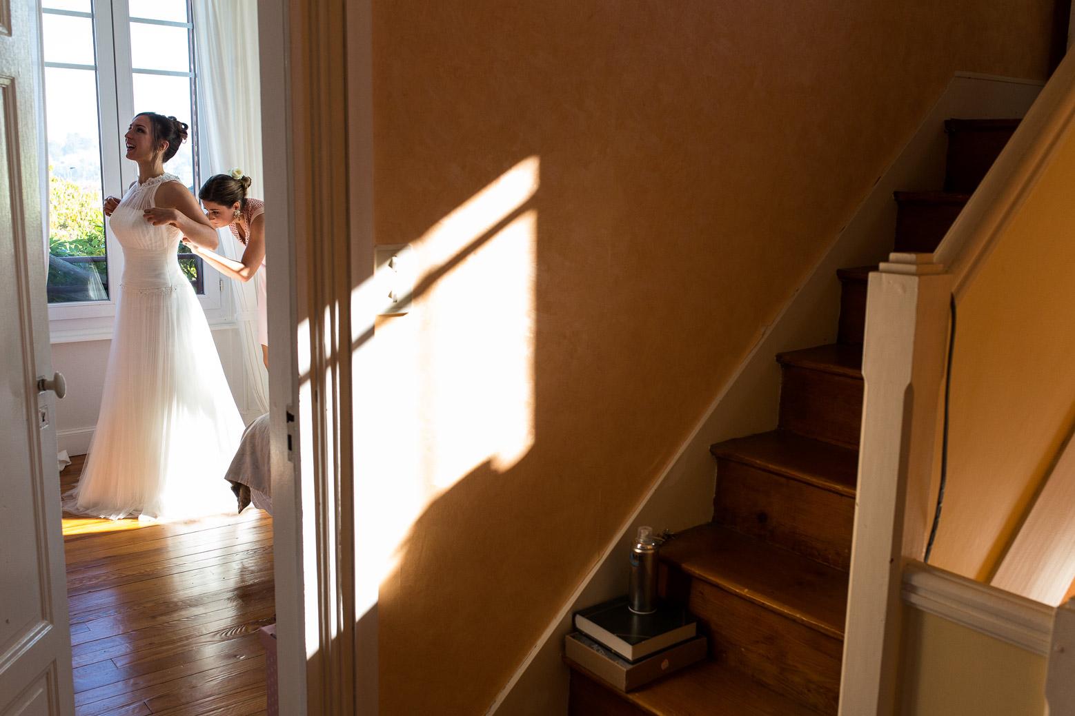 Hotel Royal Saint Mart Royat Clermont Ferrand Habillage de la mariée par une témoin