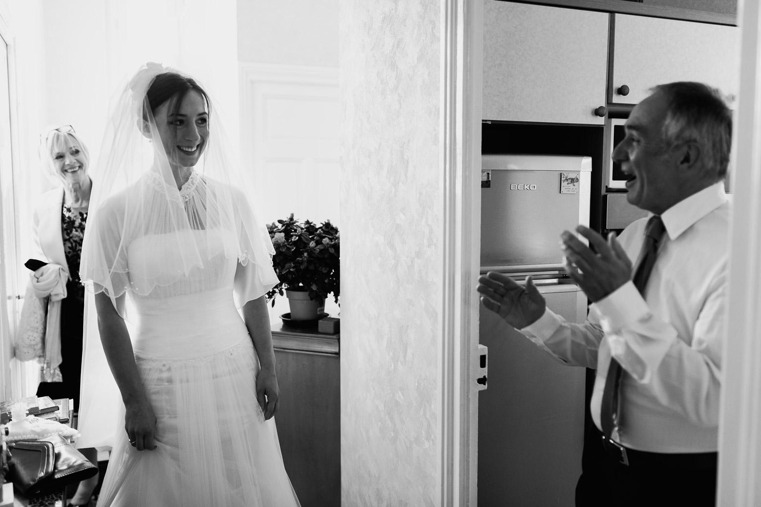 Hotel Royal Saint Mart Royat Clermont Ferrand Découverte de la mariée par le papa. Beaucoup d'émotion