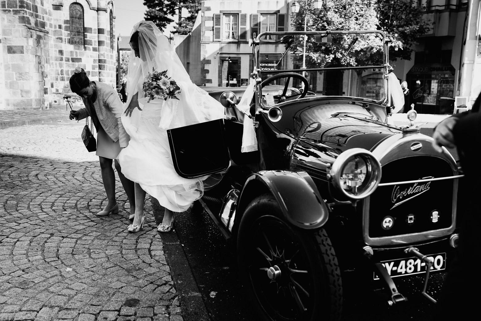 Hotel Royal Saint Mart Royat Clermont Ferrand Descente de voiture de la mariée