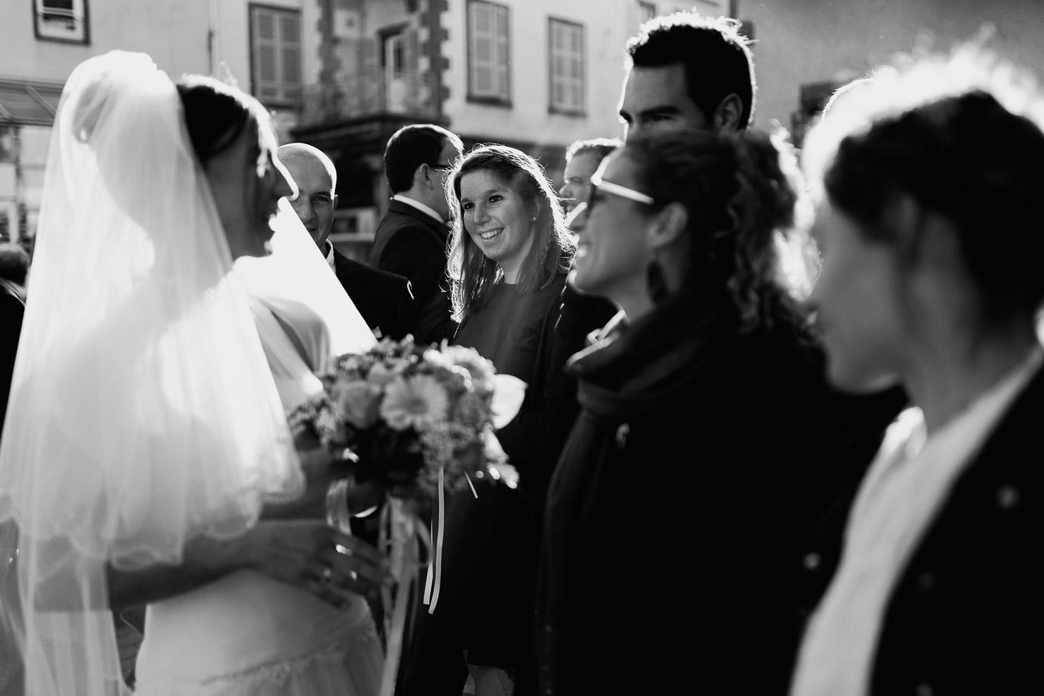 Hotel Royal Saint Mart Royat Clermont Ferrand La mariée félicitée par ses amies