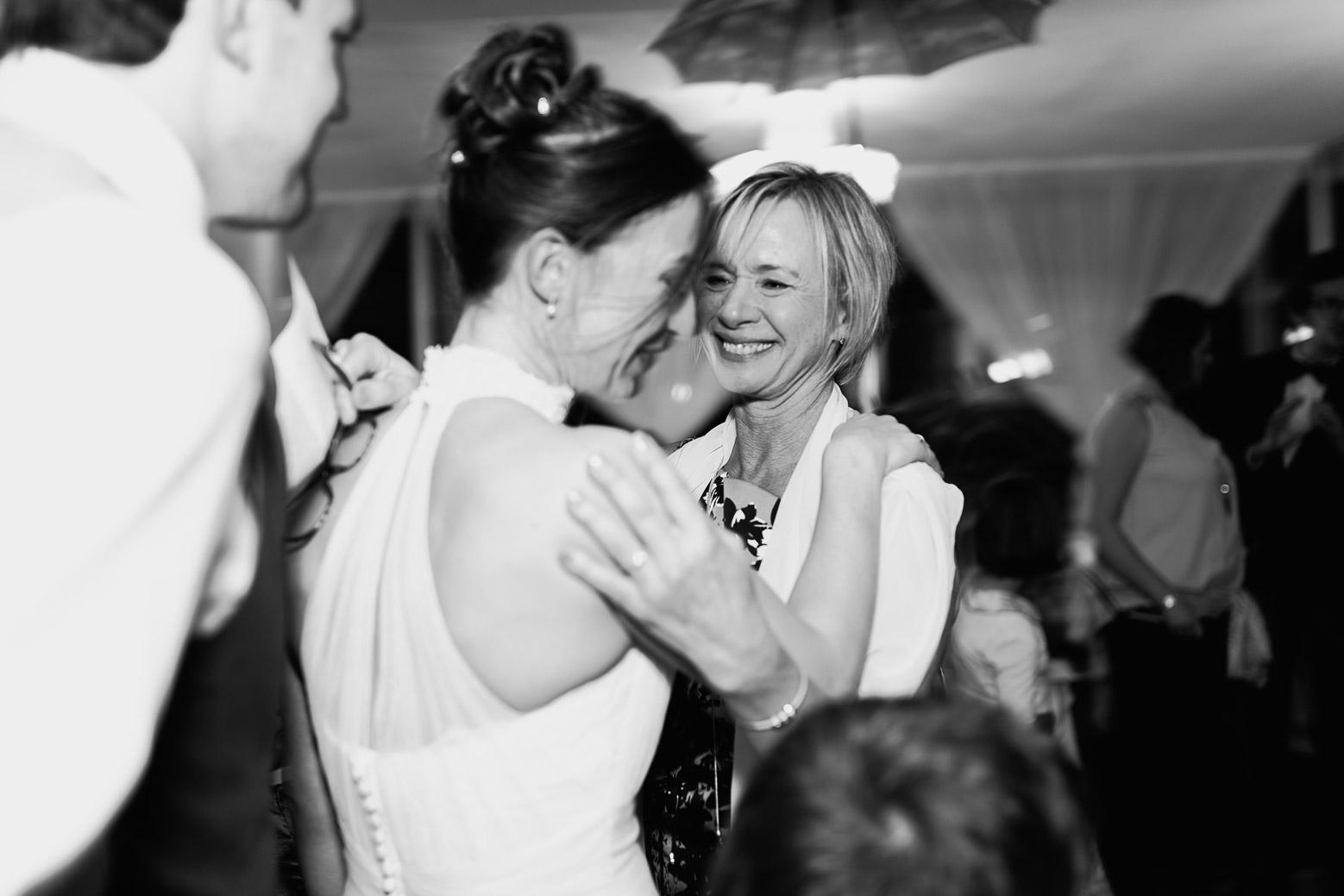 Hotel Royal Saint Mart Royat Clermont Ferrand Emotion de la mariée avec sa maman