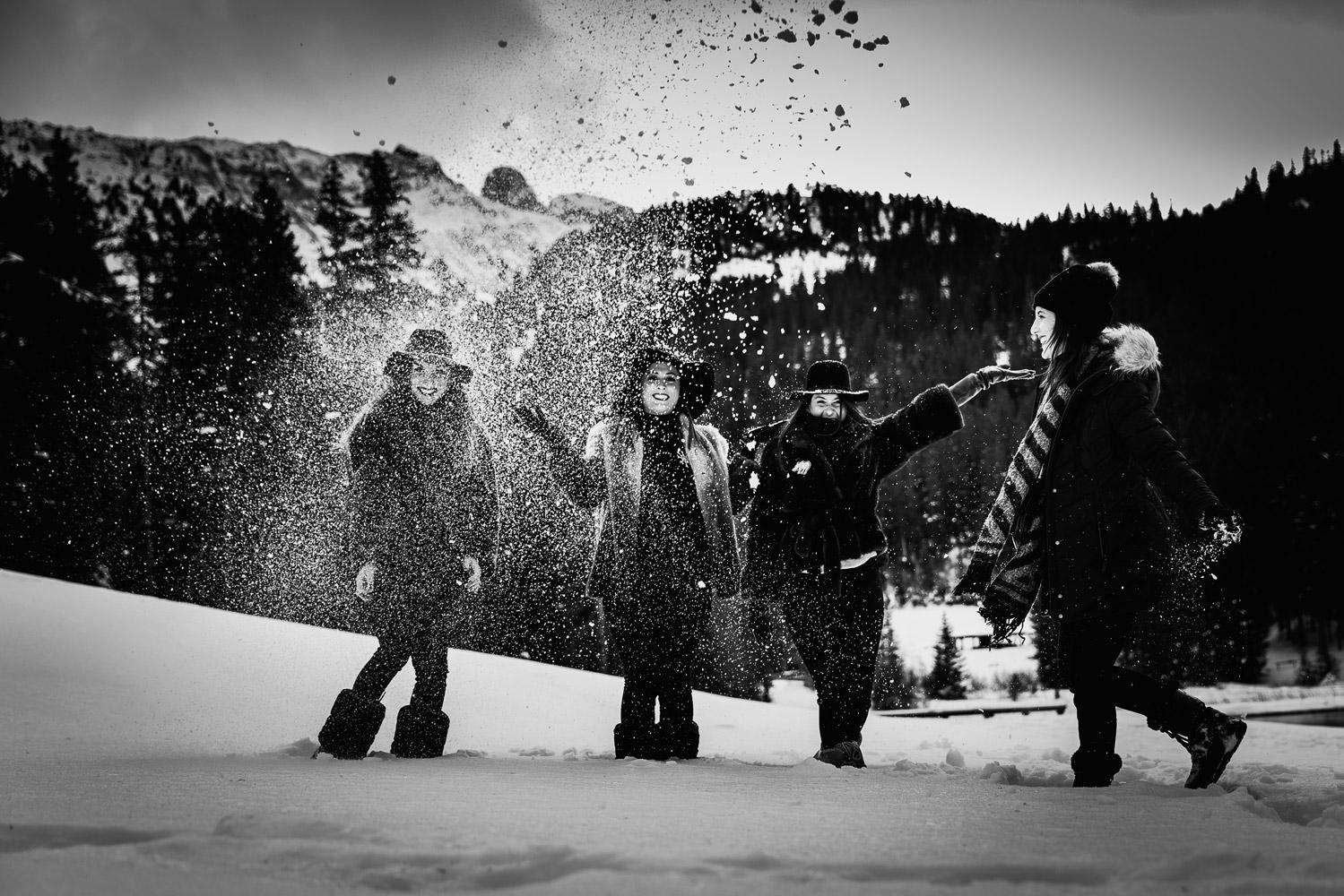 Un enterrement de vie de jeune fille à la montagne à Courchevel dans la neige