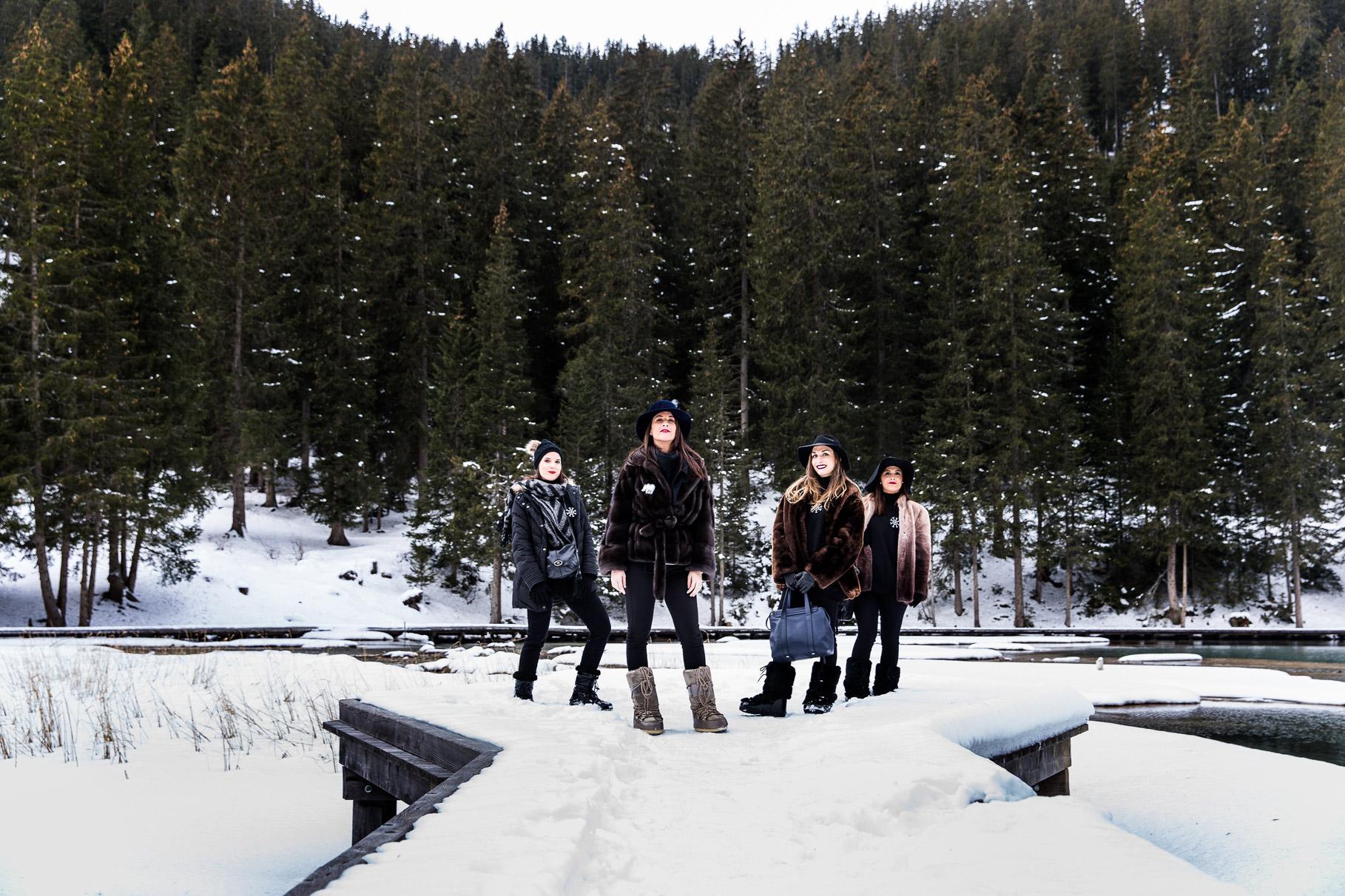 Un enterrement de vie de jeune fille à la montagne pose des filles au lac de la Rosière Courchevel