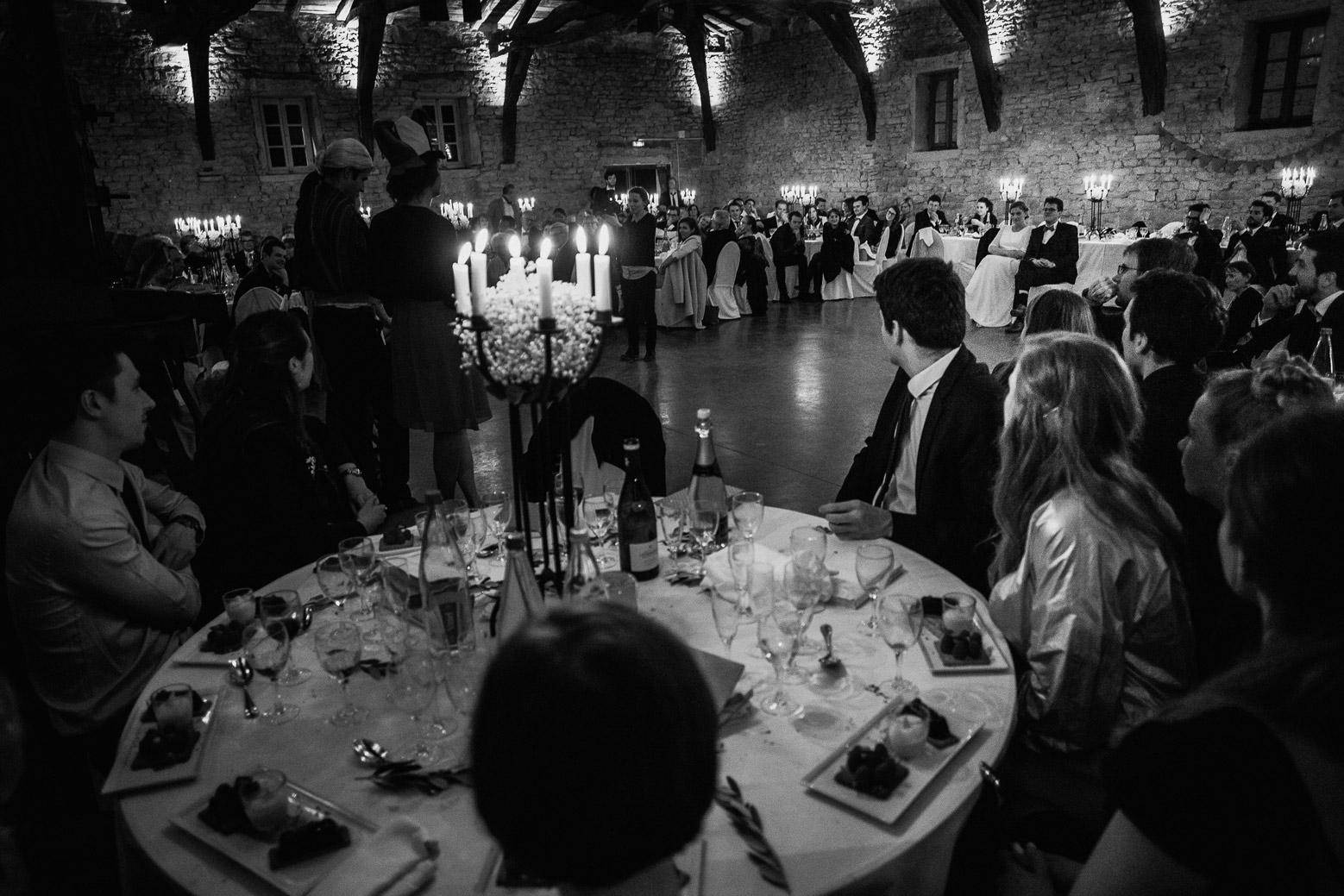Reportage photo de mariage à Lyon - Manoir de la Garde. Discours durant la soirée