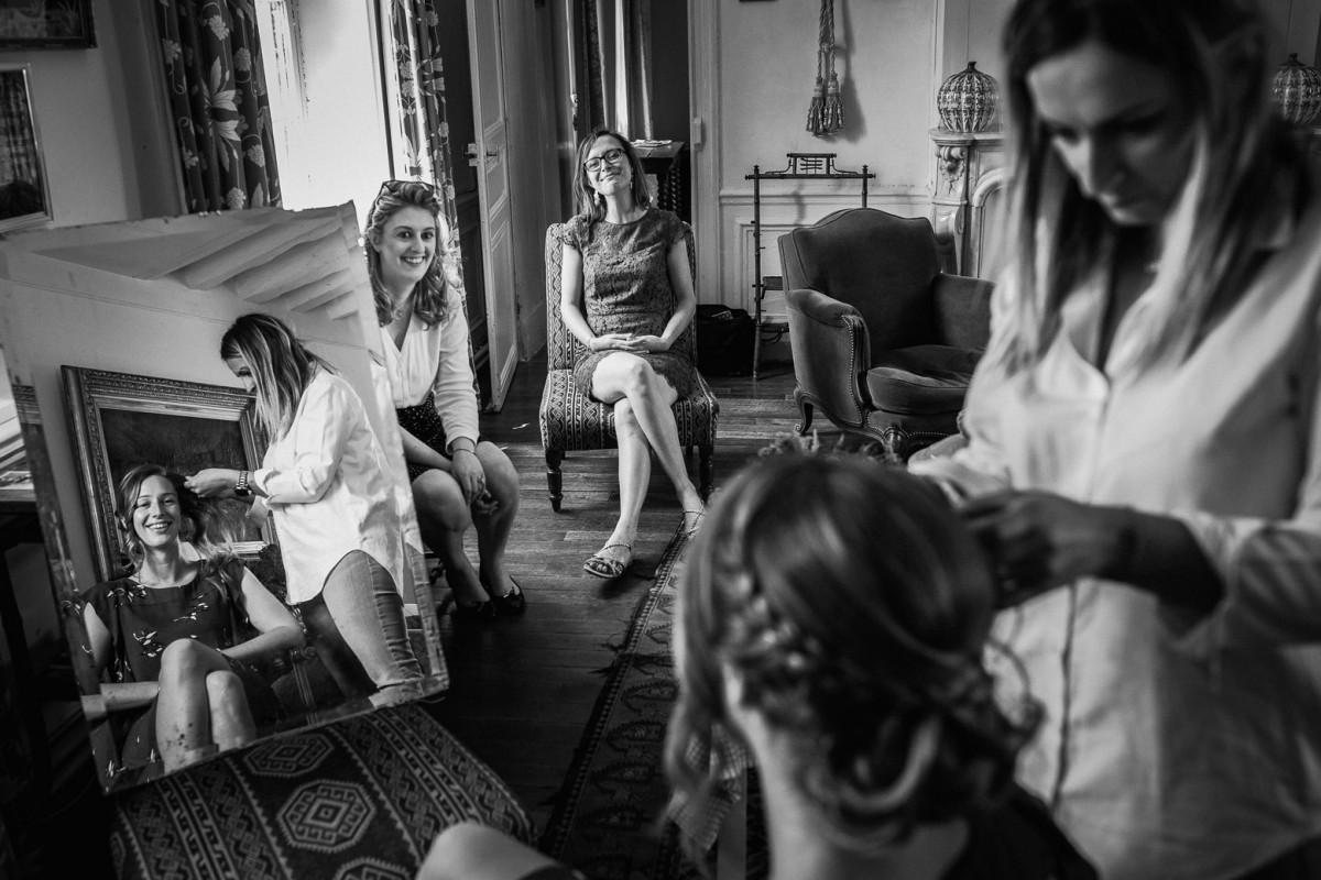 Meilleures photographies de mariage du photographe de mariage David Pommier. Manoir des Prévanches, boisset. Préparatifs de la mariée au Manoir des Prévanches