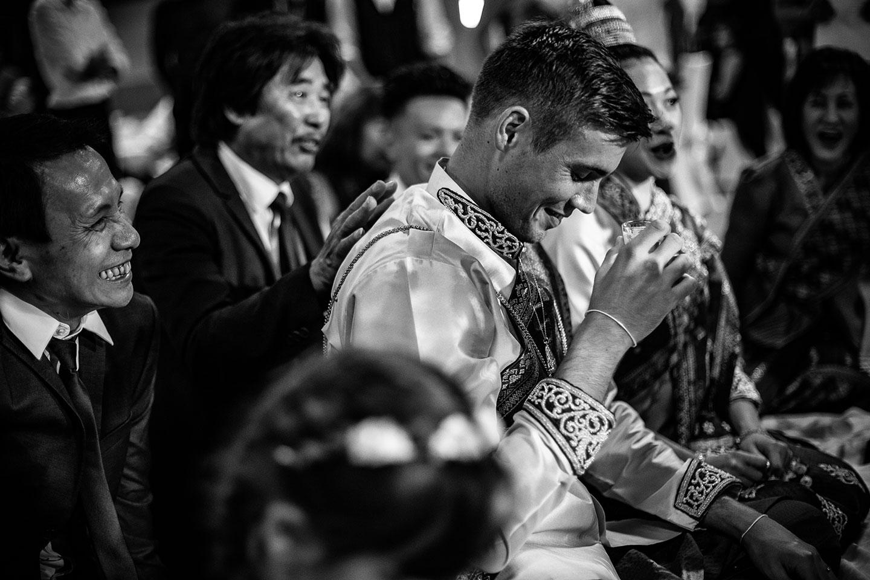 Prière et temps durant la cérémonie laotienne