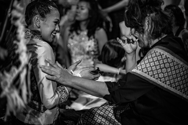 L'émotion durant la cérémonie traditionnelle laotienne