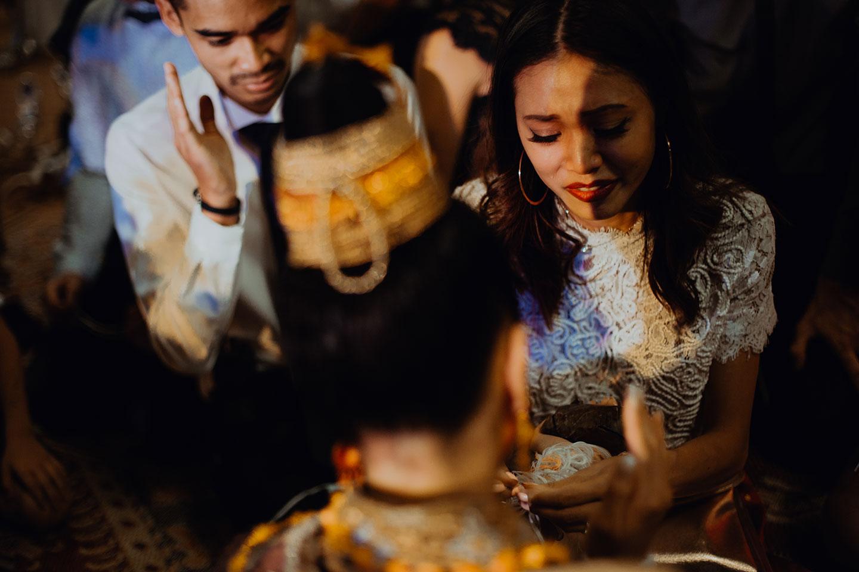 Emotion forte durant un mariage traditionnel laotien