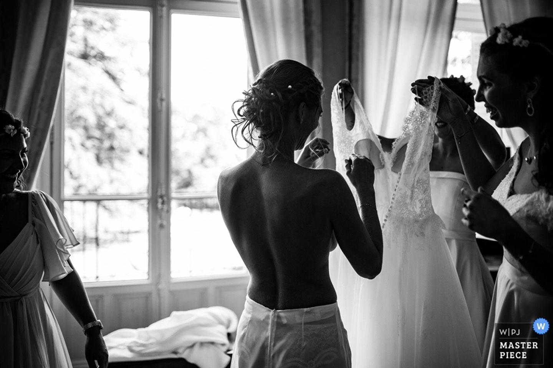 Meilleures photographies de mariage du photographe de mariage David Pommier. Photographie de préparatifs de la mariée. Photographie de mariage récompensée, les préparatifs de la mariée. Comment choisir son photographe de mariage. Et pourquoi?