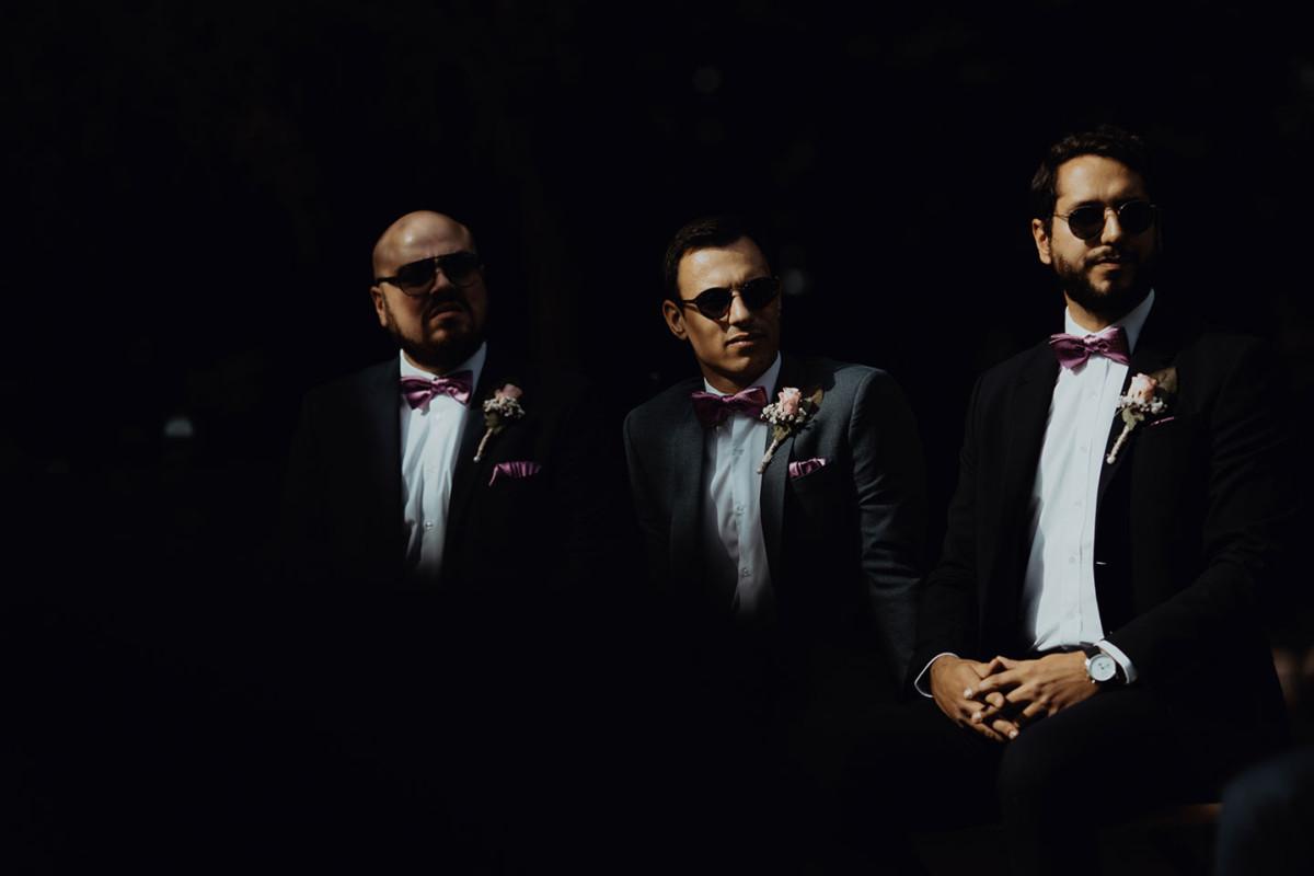 Meilleures photographies de mariage du photographe de mariage David Pommier. Photographie de mariage avec un portrait créatif et des jeux de lumière sur les témoins