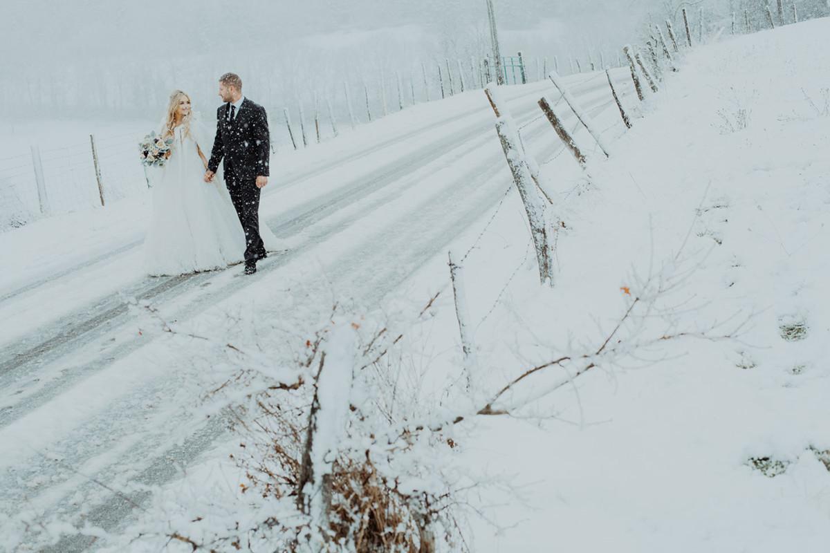 Un mariage en hiver et sous la neige. Reportage de mariage sous la neige, près de Lyon
