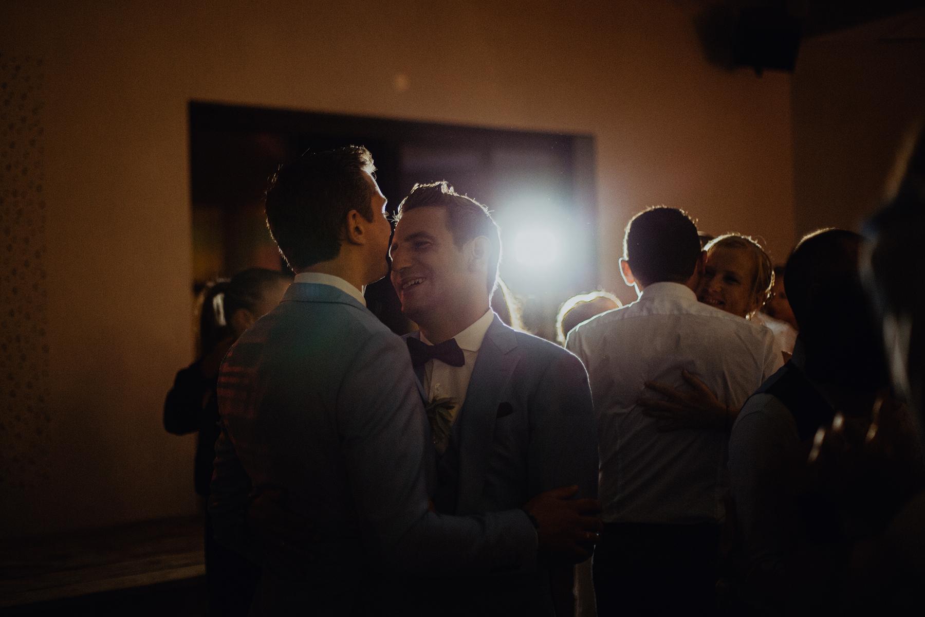 Reportage de mariage au Comptoir Saint Hilaire - Alès Couple gay