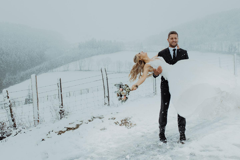 Mariage à la neige et à la montagne